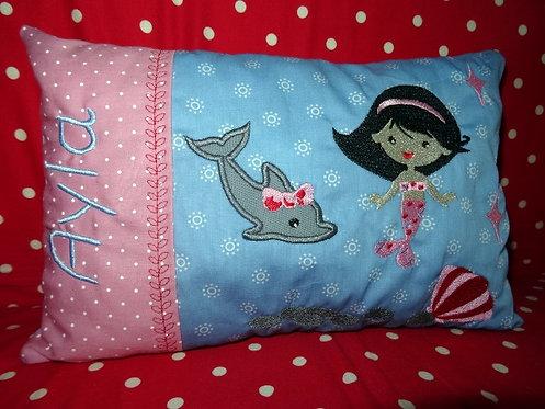 Namenskissen mit Meerjungfrau und Delfin in Wunschfarbe