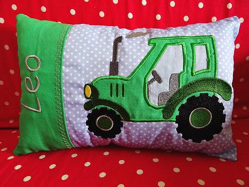 Namenskissen mit Traktor in Wunschfarbe
