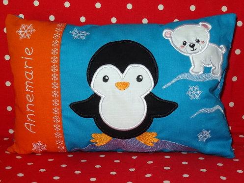 Namenskissen mit Pinguin und kleinem Eisbär in Wunschfarbe