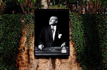 Dolmabahçe Caddesi Atatürk Görselleri
