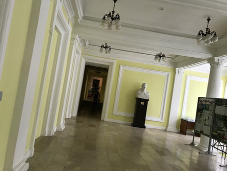 モスクワ音楽院へ。