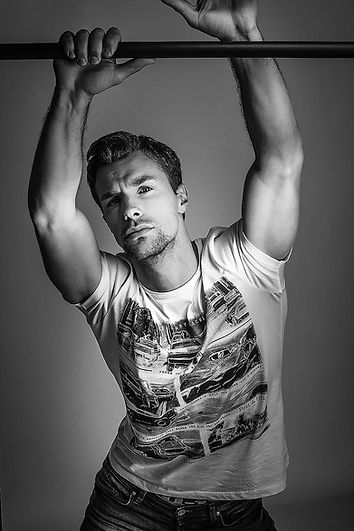 modele shooting tshirt imprimé photo n/b