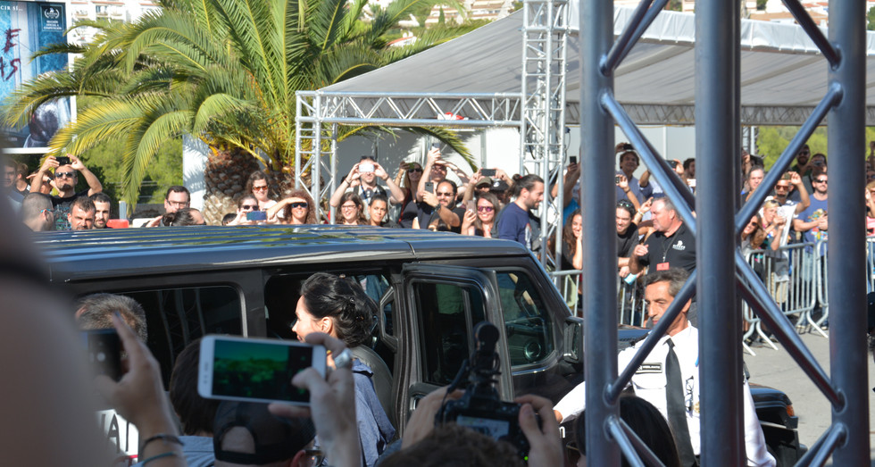 Aquest és el cotxe amb el que ha arribat l'actor estrella del film i totes les càmeres s'han alçat