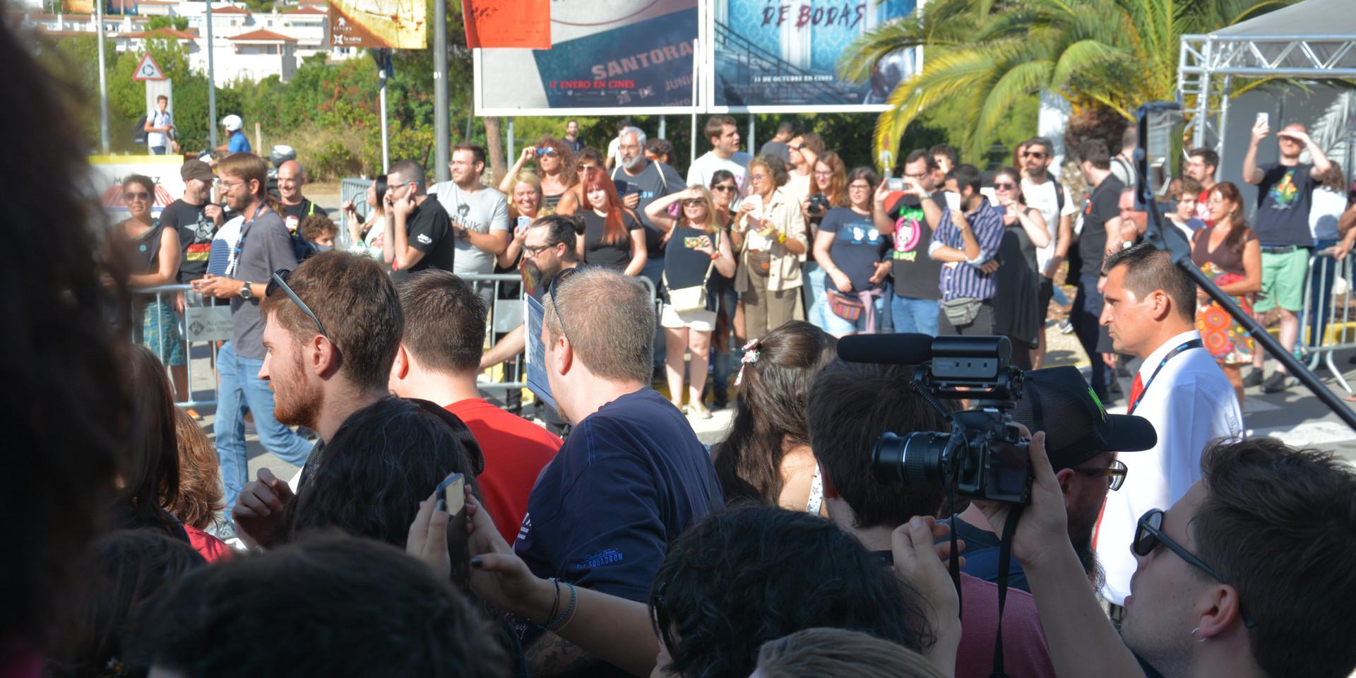Moments de nervis entre els assistents per aconseguir una imatge, una signatura o unes paraules de Nikolaj Coster-Waldau