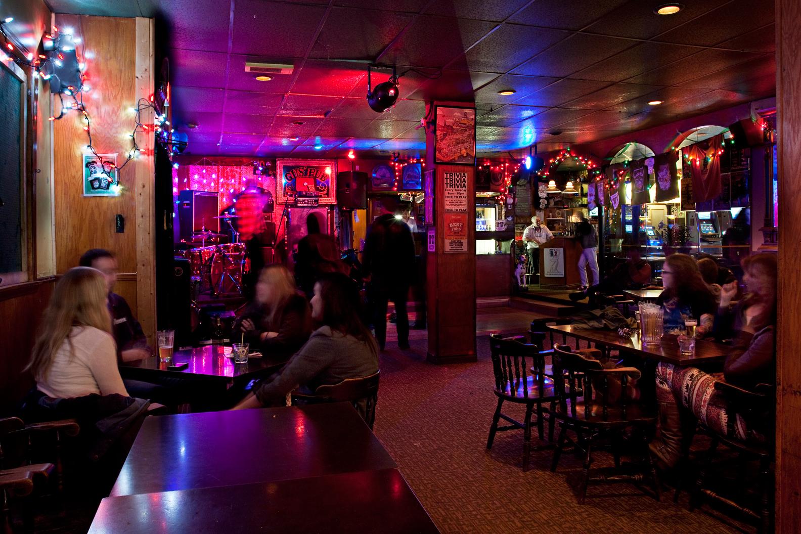 Gus' Pub