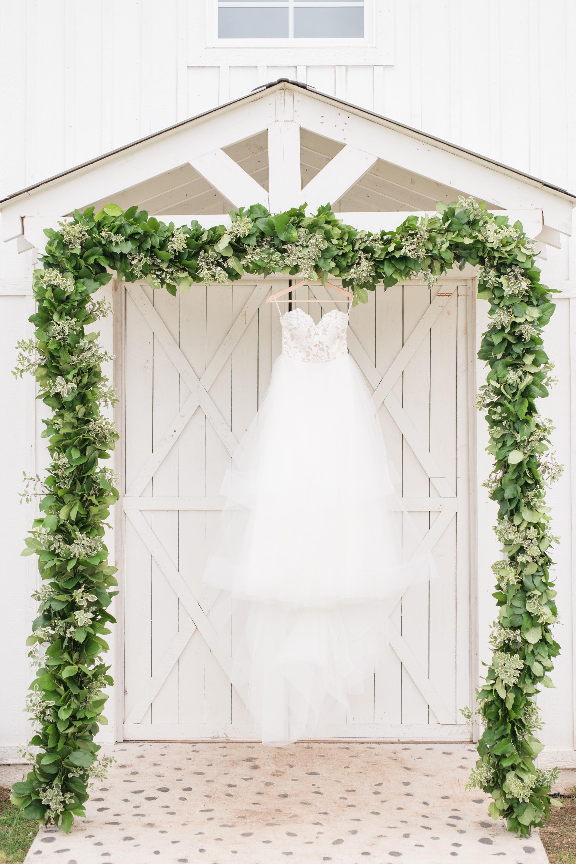 Texas Wedding Venues white barn