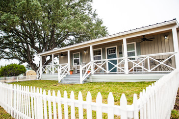 Country House Vacation Home Rental in the Texas Hill Country between San Antonio and Dripping Springs, Texas