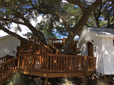 Treehouse Accommodations Dripping Springs, Texas, the Alexande a Creek Road, we have vacation rentals, airbnb style with lodging blocks for hill country getaways as well as lodging blocks for reunions, weddings -- the perfect place to stay in Dripping Springs!