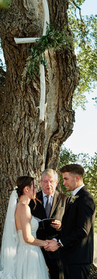 Cascade Oak with our rented rustic Cross by Mercedes Morgan Photography