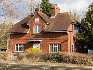 Lock keeper's house at Old Windsor Lock