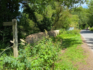At Someford Keynes the path enters Neigh Bridge Country Park