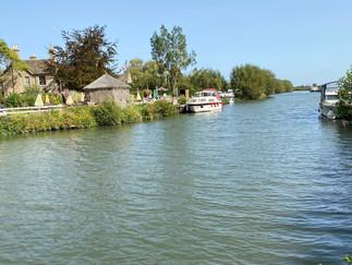 Looking downstream. Ye Olde Swan on the left