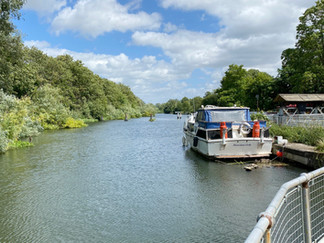 Looking upstream towards Oxford from weir. The path continues on the left bank
