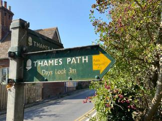 Eventually I reach Clifton Hampden where the path crosses to the north bank