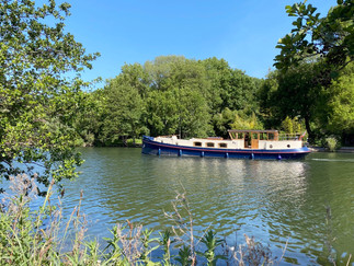 Narrowboat chugging upstream