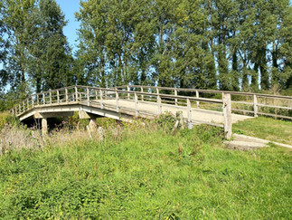 The bridge from the north bank of the river to Buscot Lock island. The island is also a National Trust picnic site