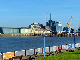 The Tate & Lyle sugar refinery on the north bank at Silvertown