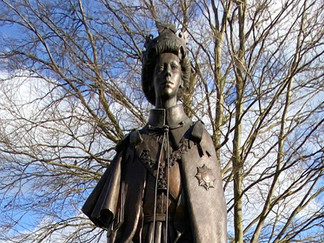 Queen Elizabth II statue at Runnymede. Unveiled in 2015 to commemorate 800 years since Magna Carta was signed