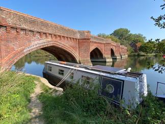 Clifton Hampden Bridge - unusually, it's red-bricked