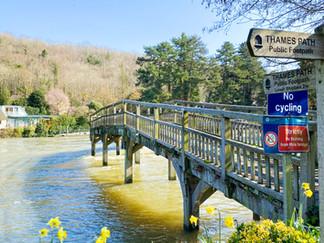 The wooden bridge to Marsh Lock island