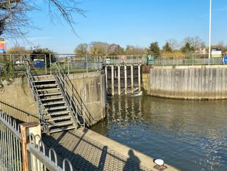 Molesey Lock