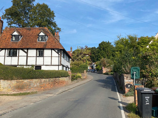 Whitchurch-On-Thames - the first meaningful climb of the Thames Path