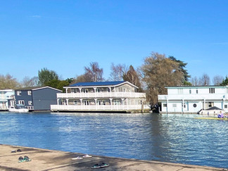 Floating homes & houseboats at Tagg's Island