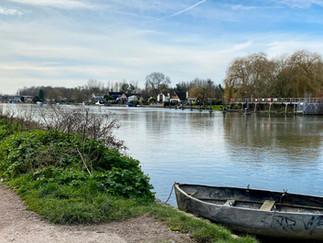 The path heading towards Walton-on-Thames