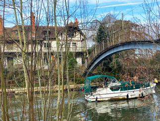 Footbridge across to D'Oyly Carte Island & Eyot House