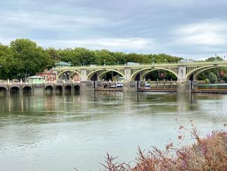 Approaching Richmond Lock & Weir