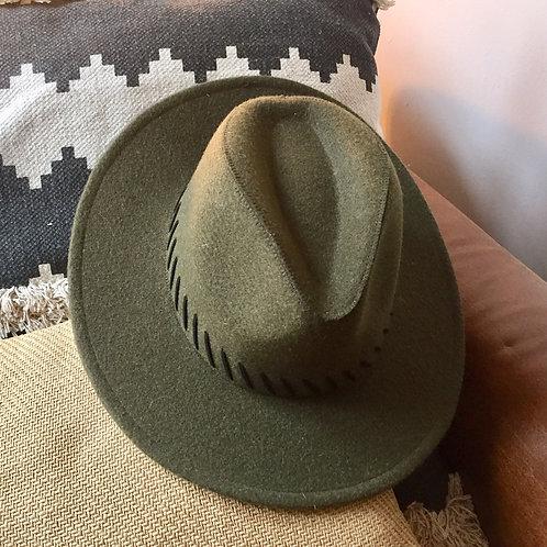 chapeau en feutrine kaki