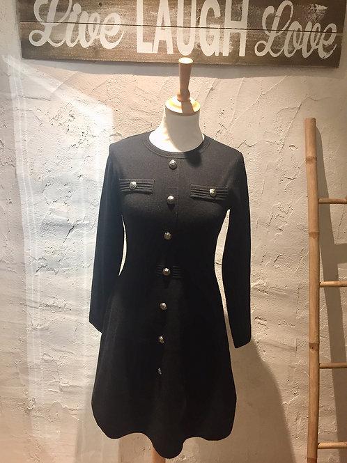 robe noire boutons argentés