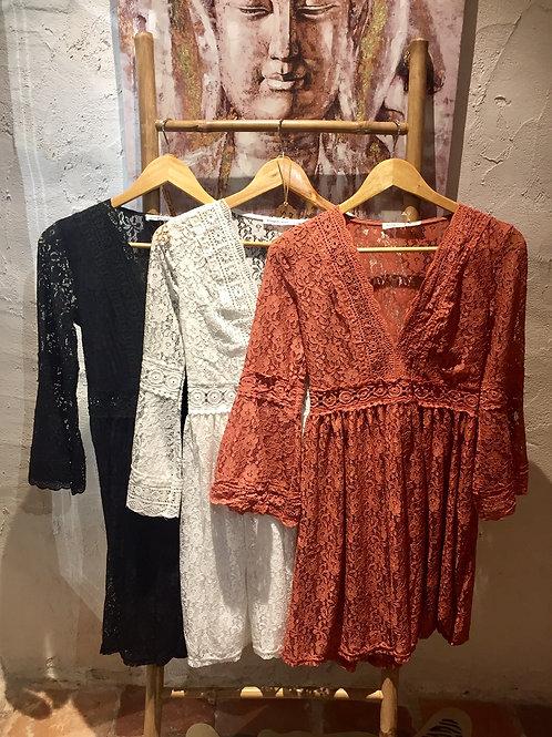 robe courte en dentelle