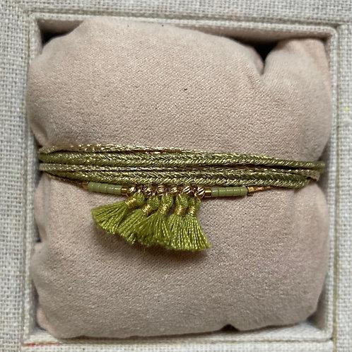 Bracelet multi-tours à pompons cordons chaîne dorée & pierres