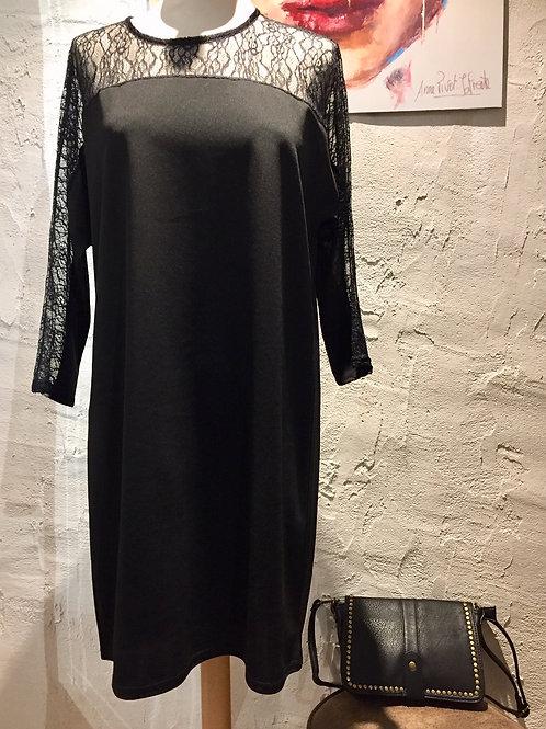 Robe noire haut dentelle