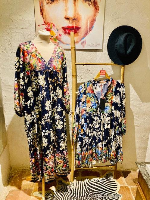 robe longue fleurie bleu marine