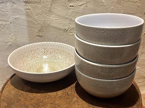 ensemble de 4 bols beiges à motifs blanc + 1 coupelle