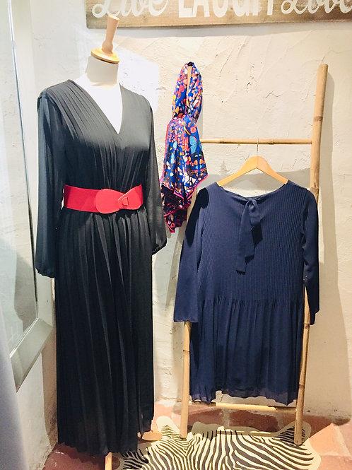 robe noire longue plissée