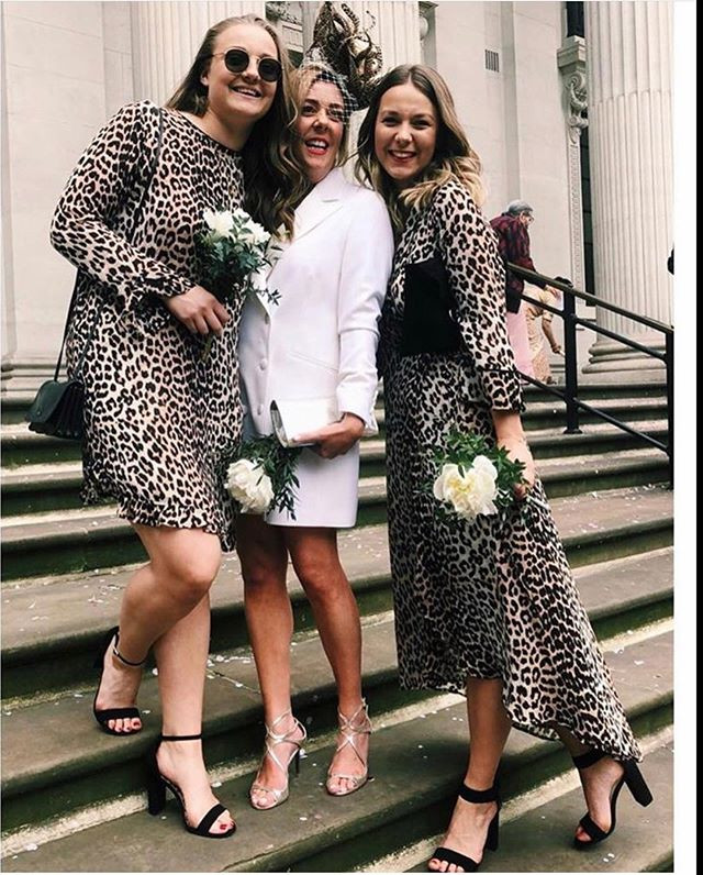 Gorgeous girls!! 🖤💋🥂#weddingday#love