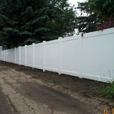 Sentry vinyl 6' fence.jpg