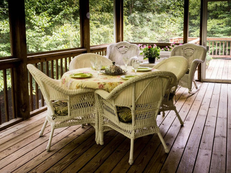 Signs That You Need A New Deck