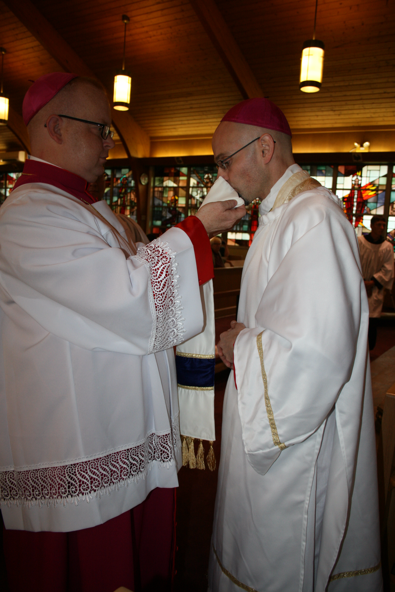 Bishop elect kisses the stole