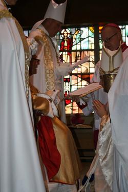 Metropolitan praying