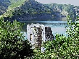 Medieval_church_ruins_on_Shurdhah_Island