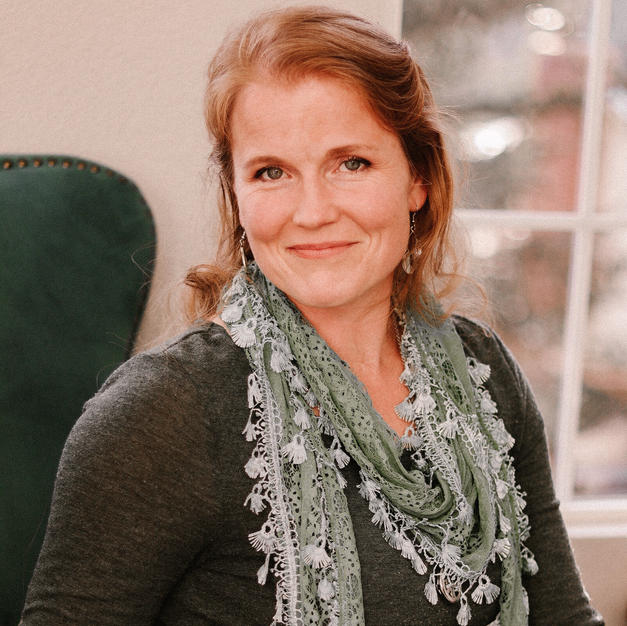 Lara Hinds