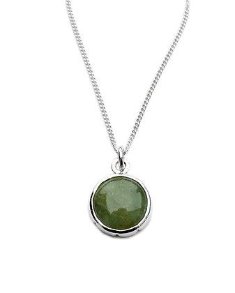 Anheng i sølv med grønn sten