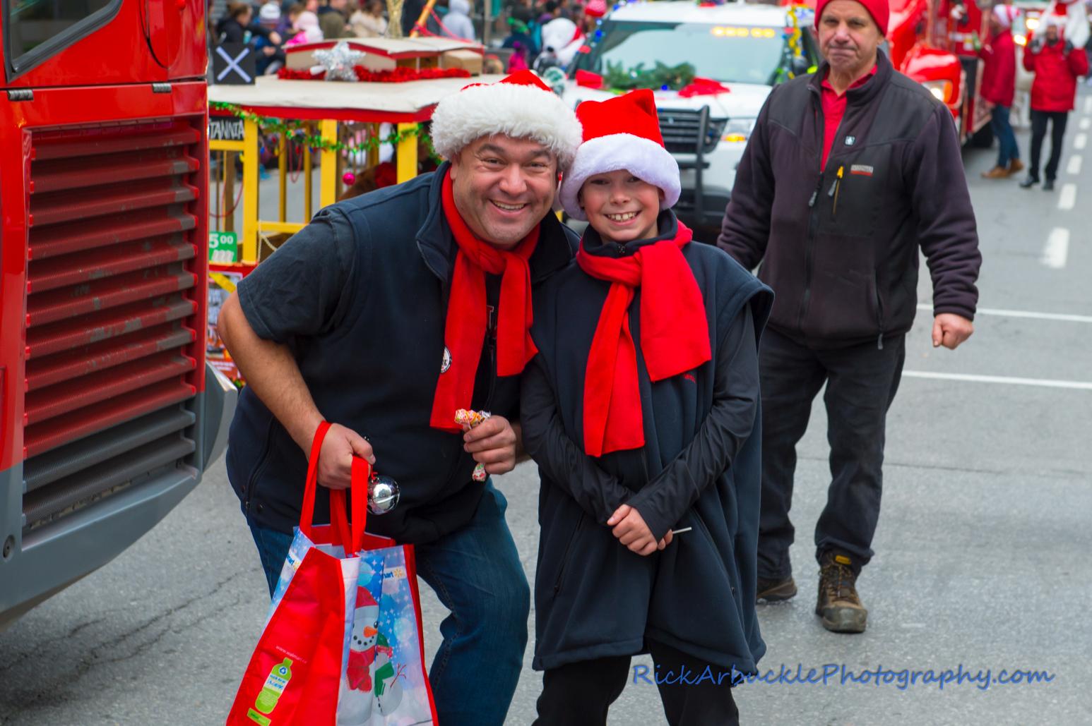 Help Santa Toy Parade 2016 11 19  056