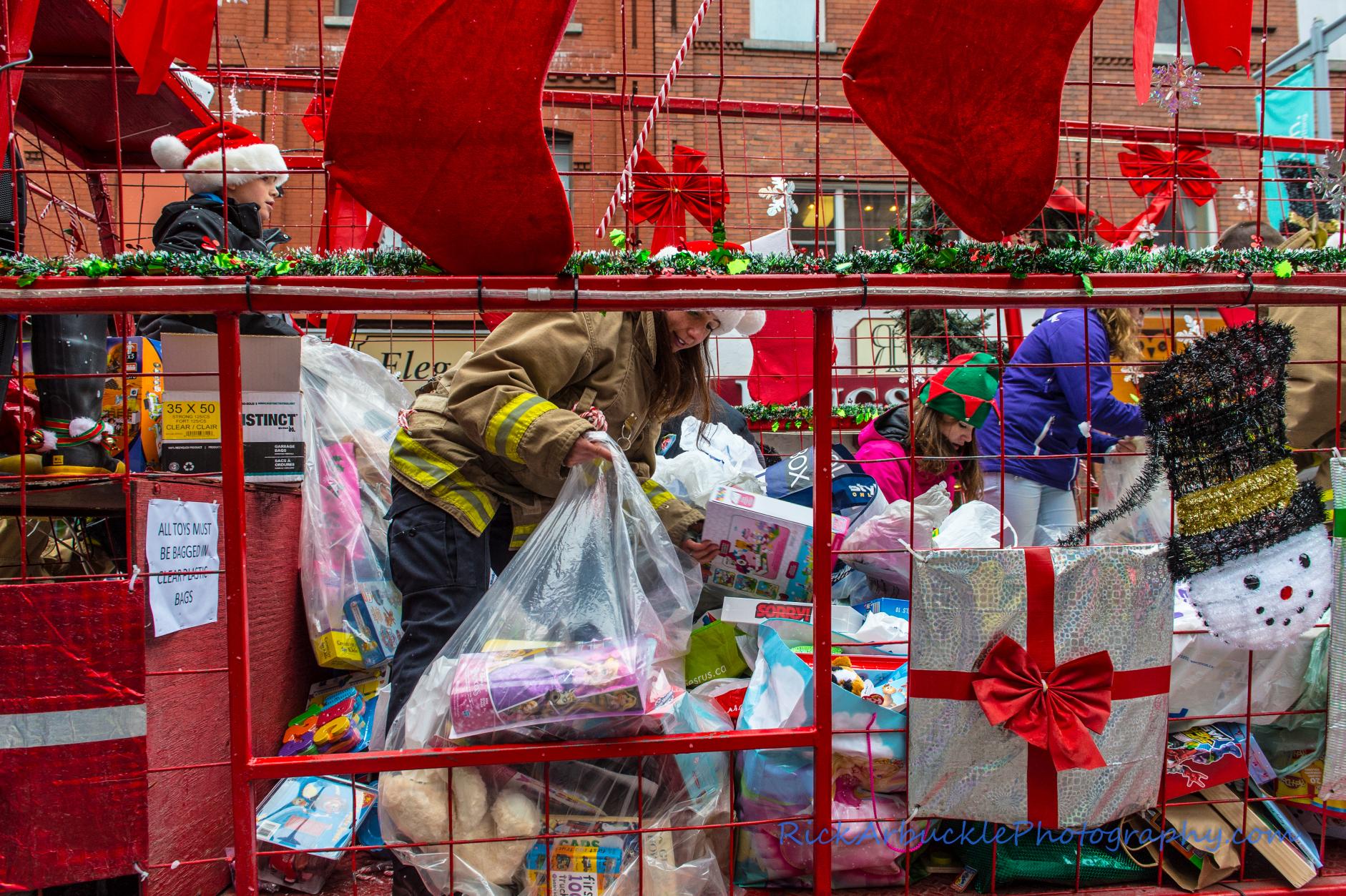 Help Santa Toy Parade 2016 11 19  027
