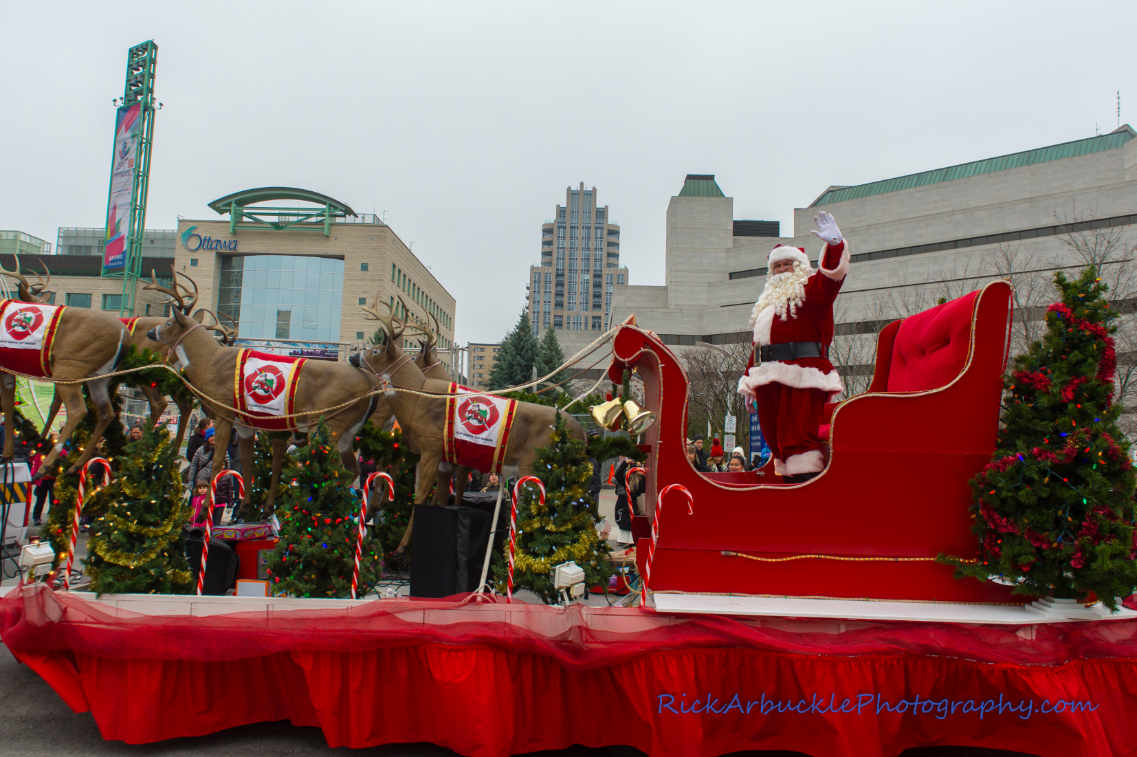 Help Santa Toy Parade 2016 11 19  105