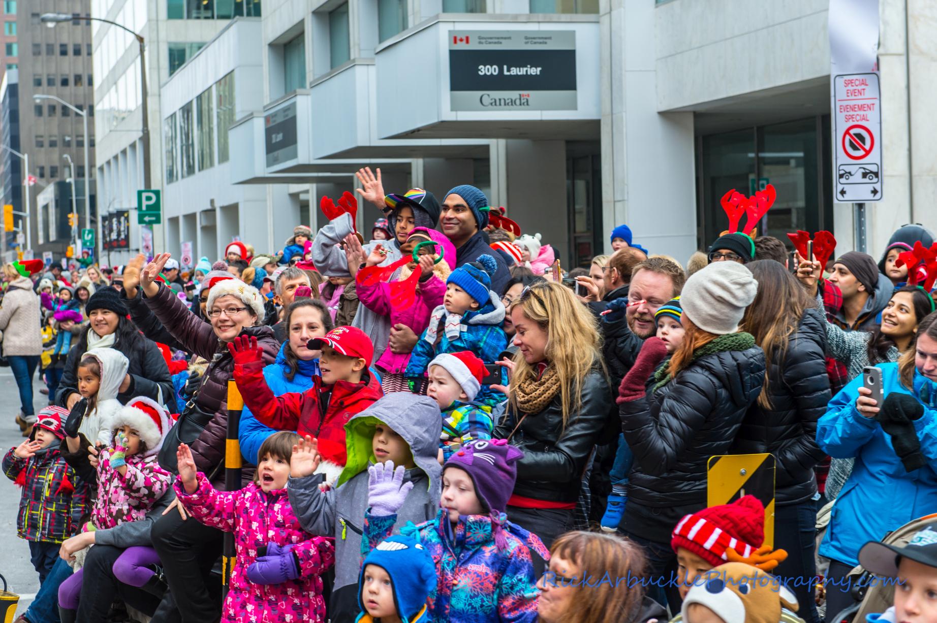 Help Santa Toy Parade 2016 11 19  085